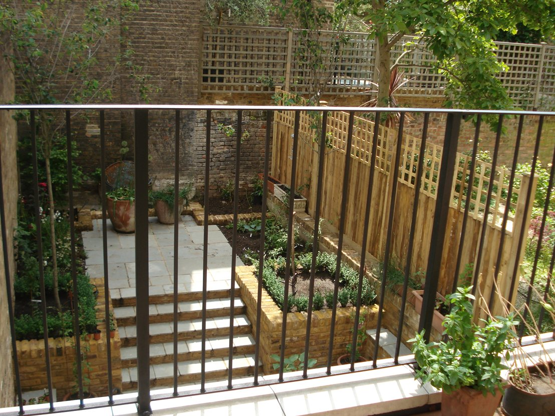 Roof terrace railings quality assured by kp engineering for Terrace fence