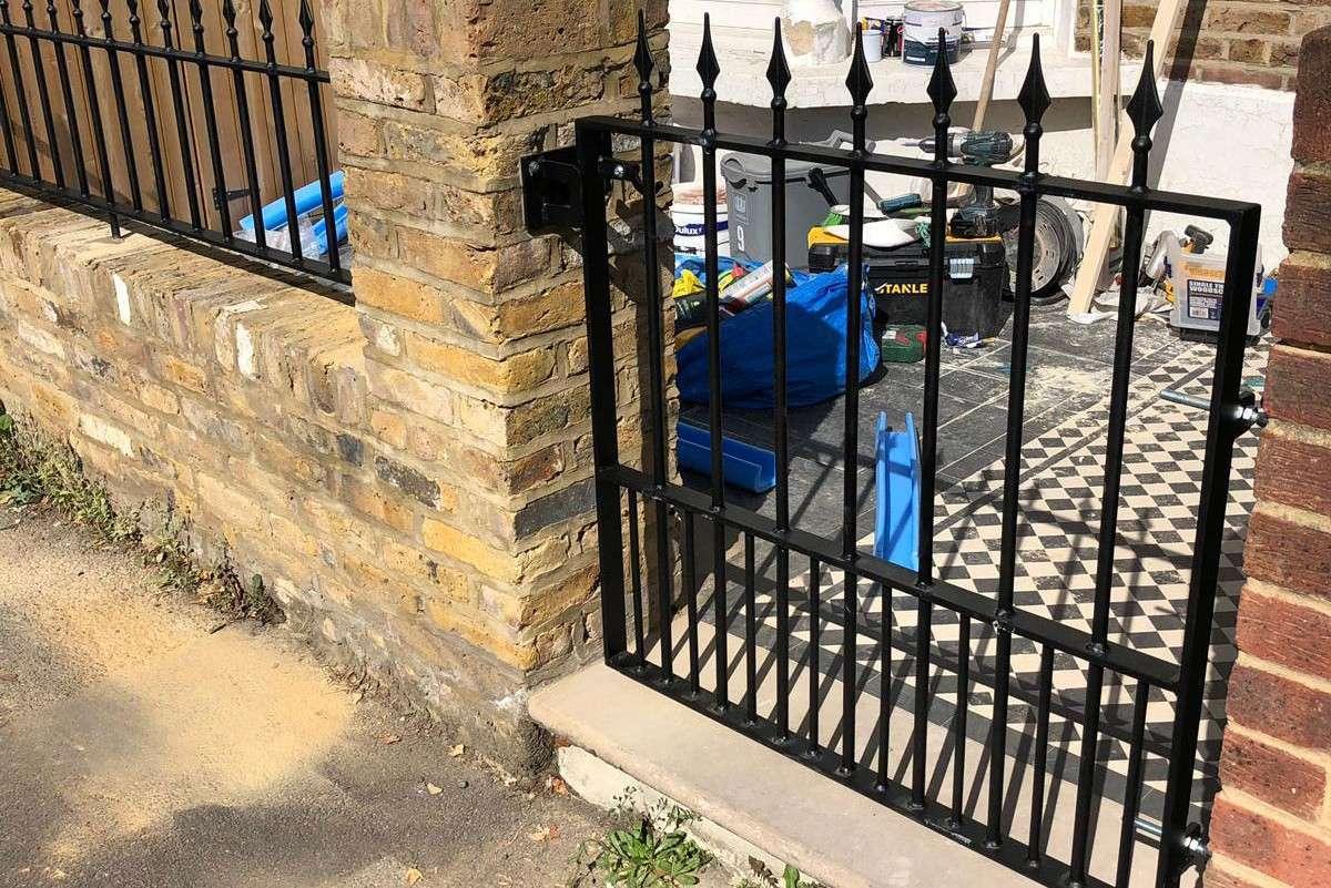mortlake garden gate and railings