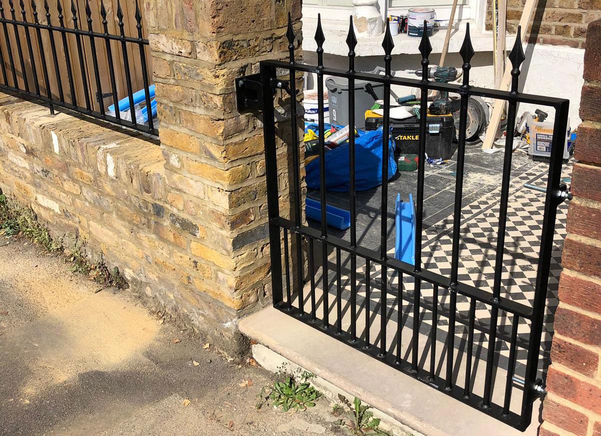 mortlake gates & railings