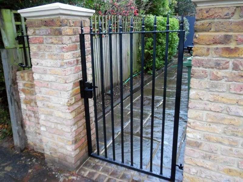 london nw1 metal gates and railings
