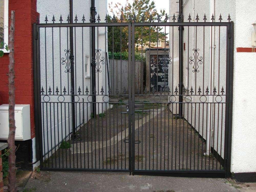 driveway gates & iron railings