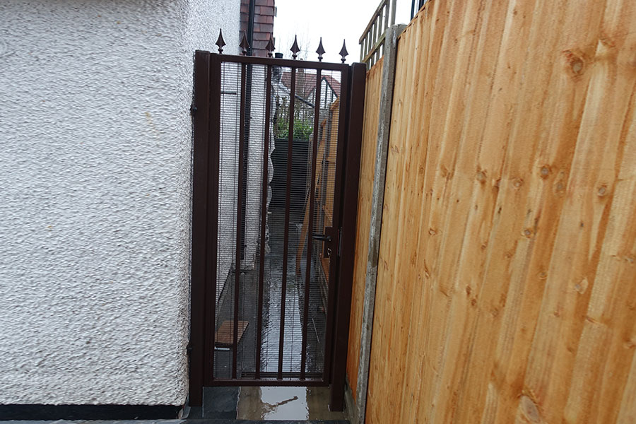 side gate with mesh backing
