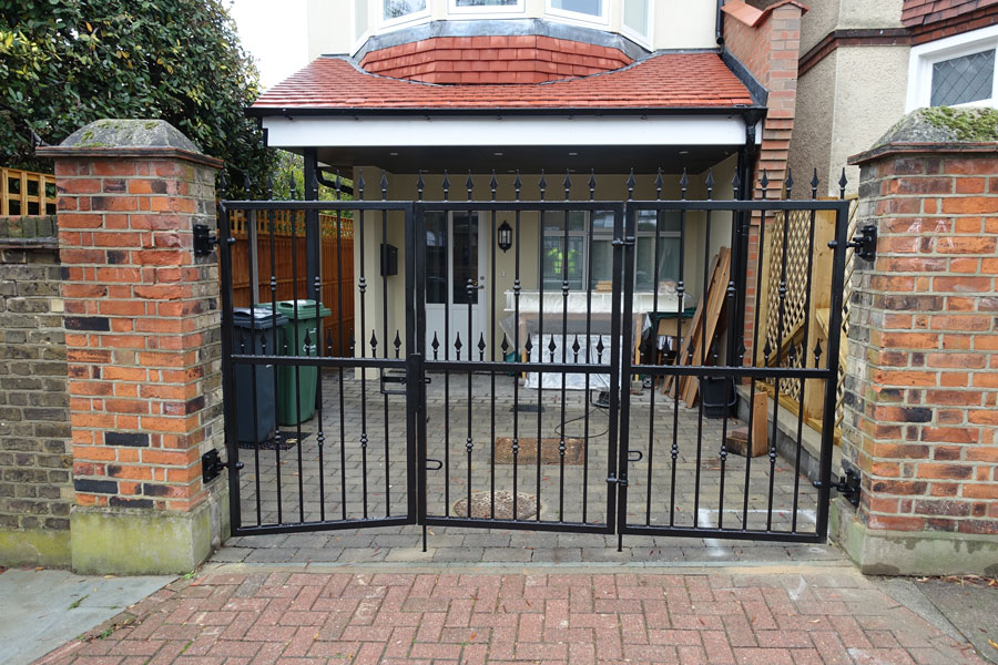 bi-fold tall gate